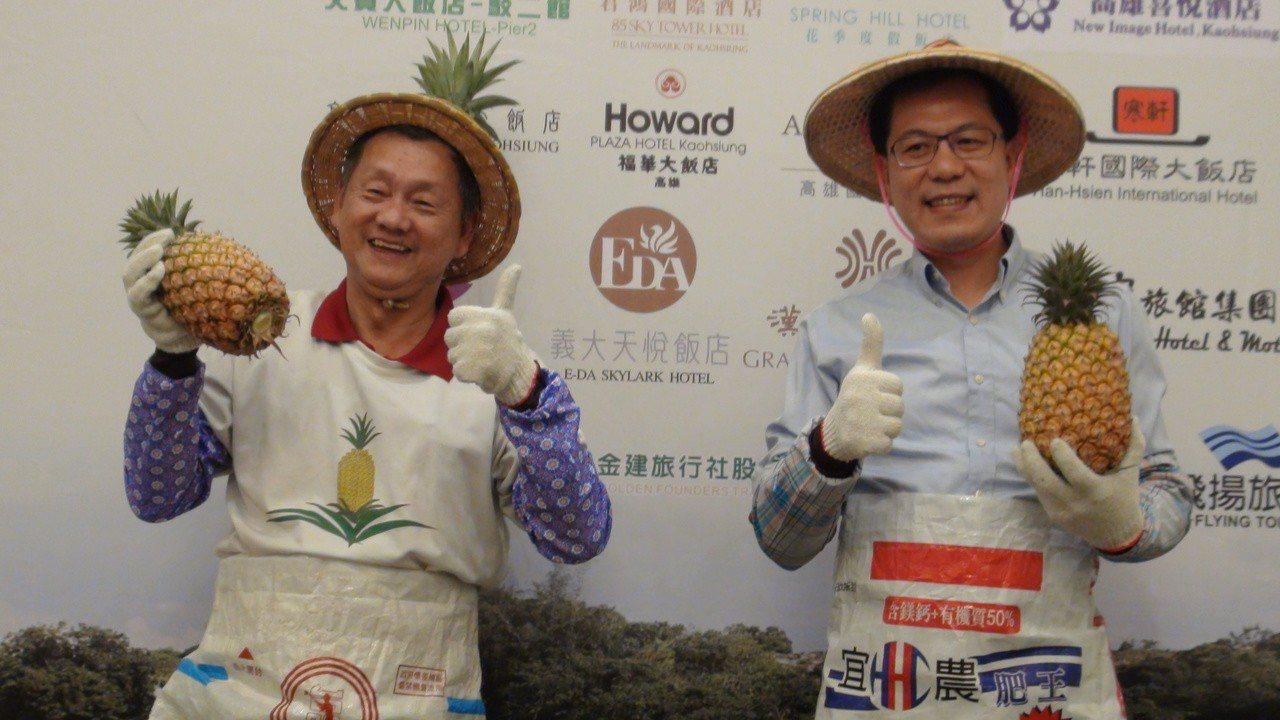 高雄市農業局長吳芳銘(右)表示,農村旅遊可以提高農產品的價值,也能結合食農教育與...