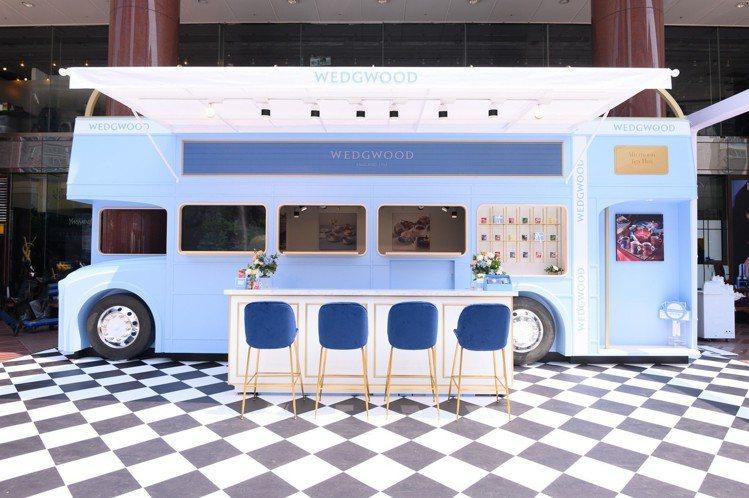 Wedgwood打造的藍色巴士,超美唷。圖/Wedgwood提供