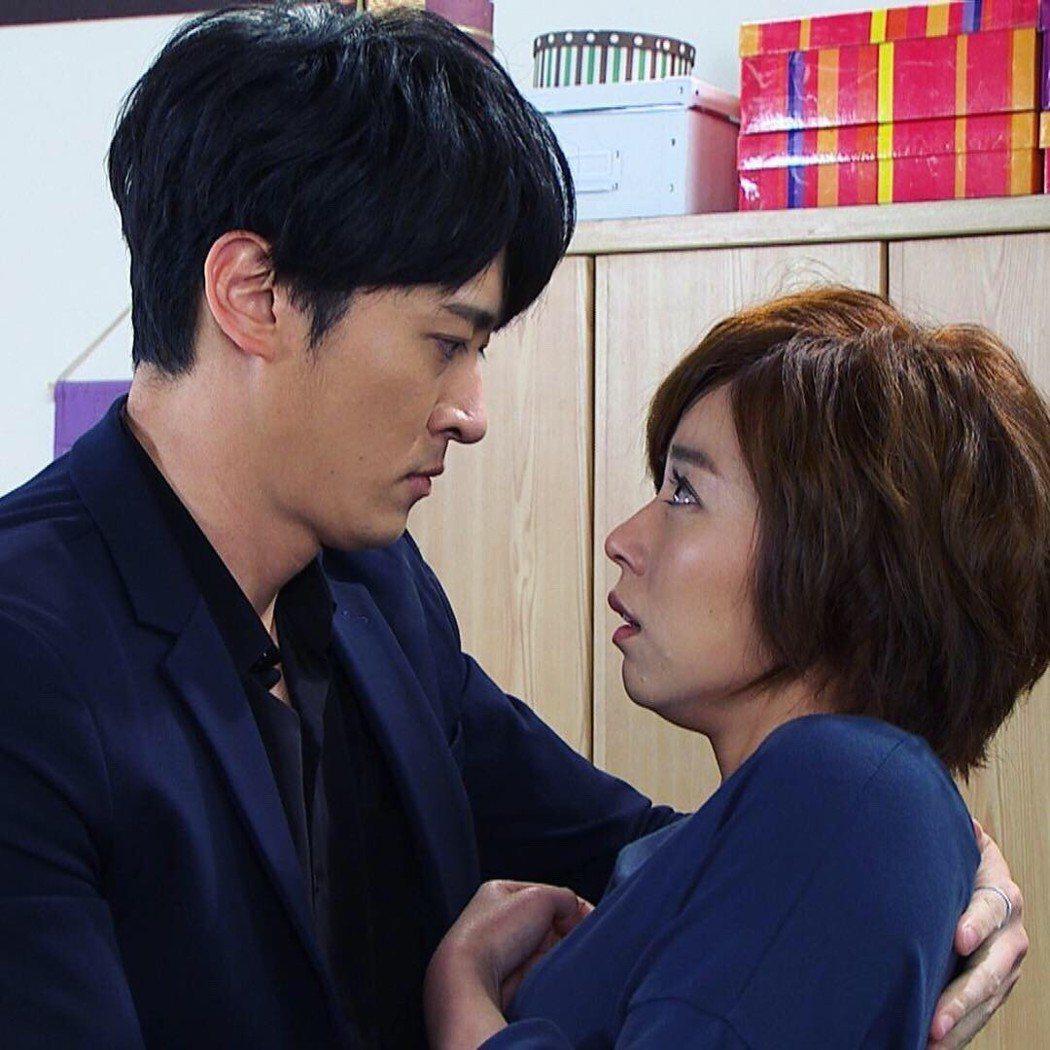 王瞳、馬俊麟在「大時代」戲中「媚然CP」受歡迎。圖/民視提供