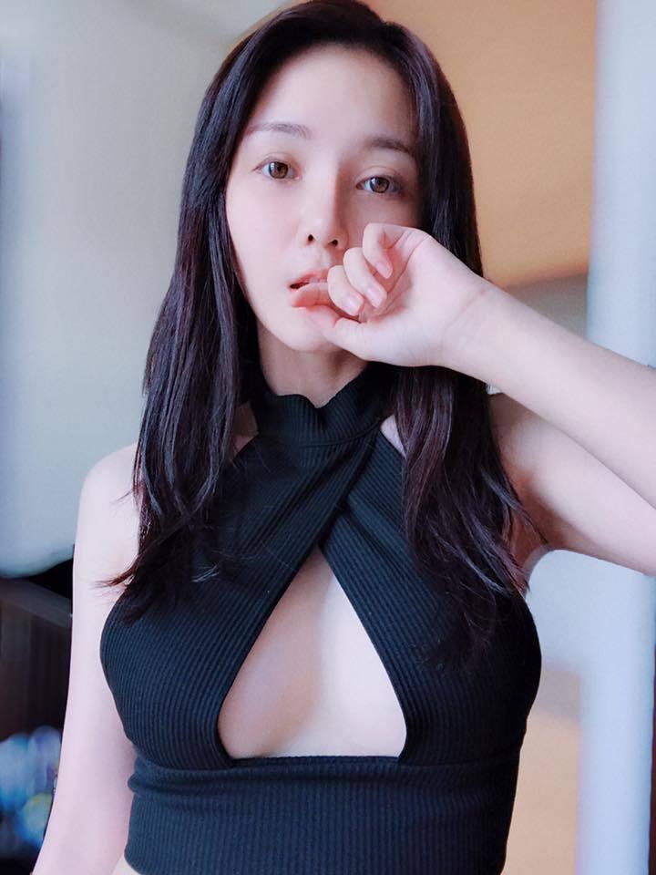 陳子玄穿上好友林吟蔚品牌衣服,性感破表。圖/摘自臉書