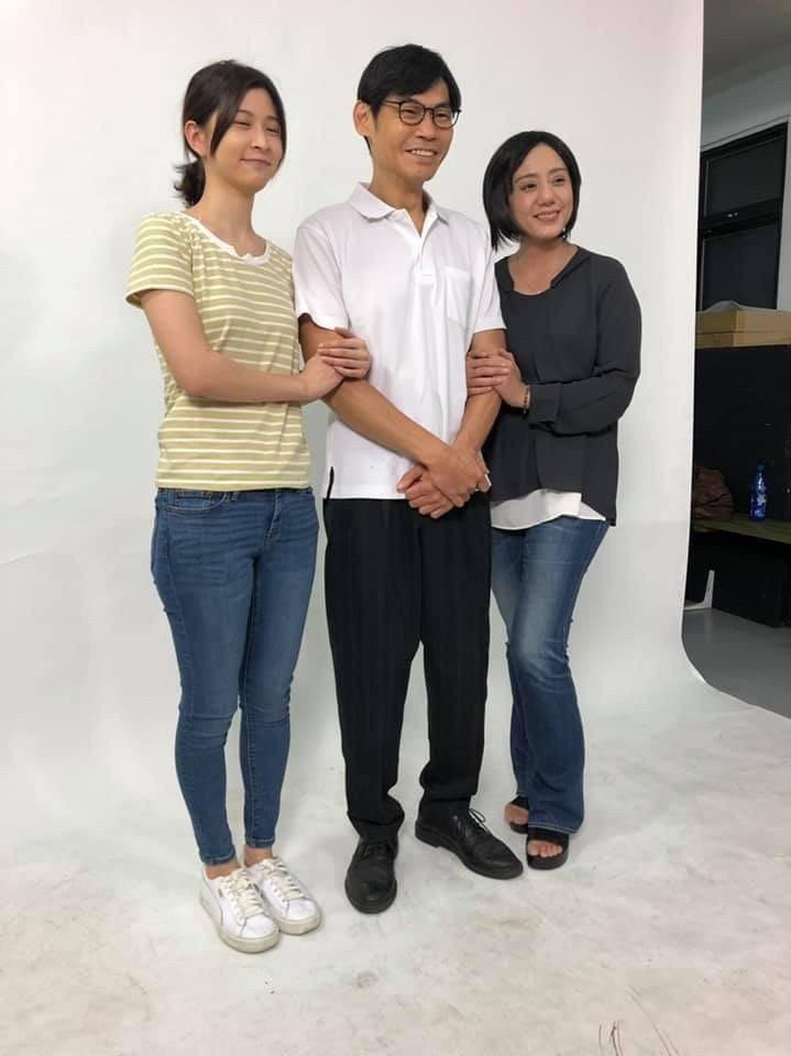 夏靖庭(中)經纪人臉書遭盗用。圖/摘自臉書
