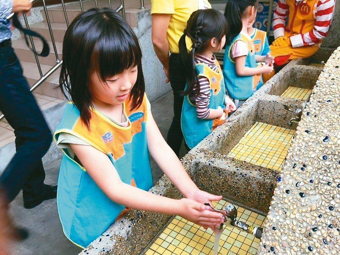 落實勤洗手,可以有效預防腸病毒。 圖/聯合報系資料照片