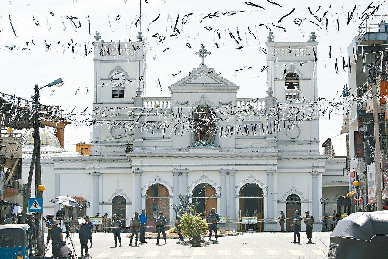 斯里蘭卡可倫坡聖安東尼教堂廿一日遭炸彈襲擊,廿二日又傳出教堂附近發現裝有炸彈的廂...