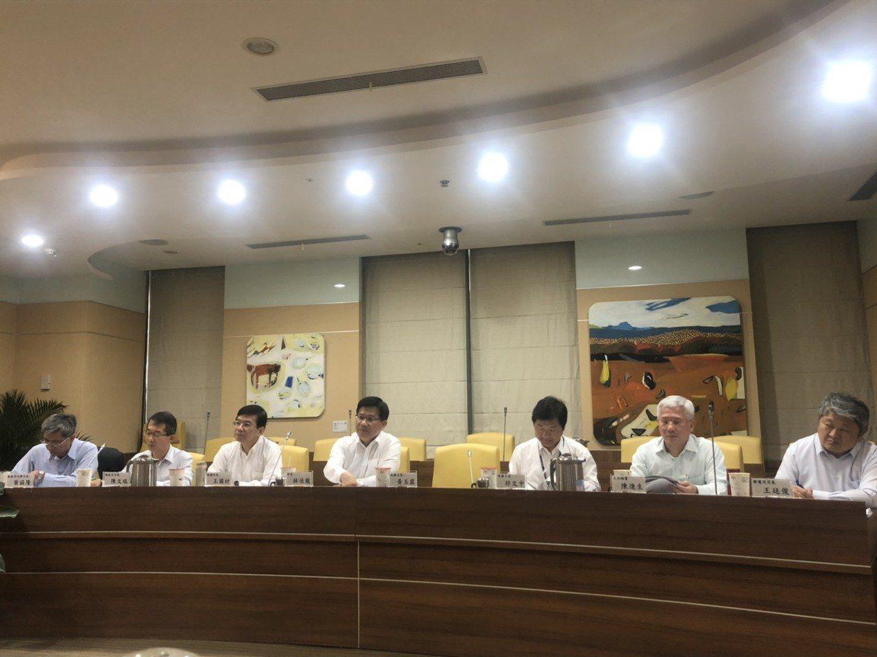 交通部長林佳龍今天下午與媒體茶敘。記者侯俐安/攝影