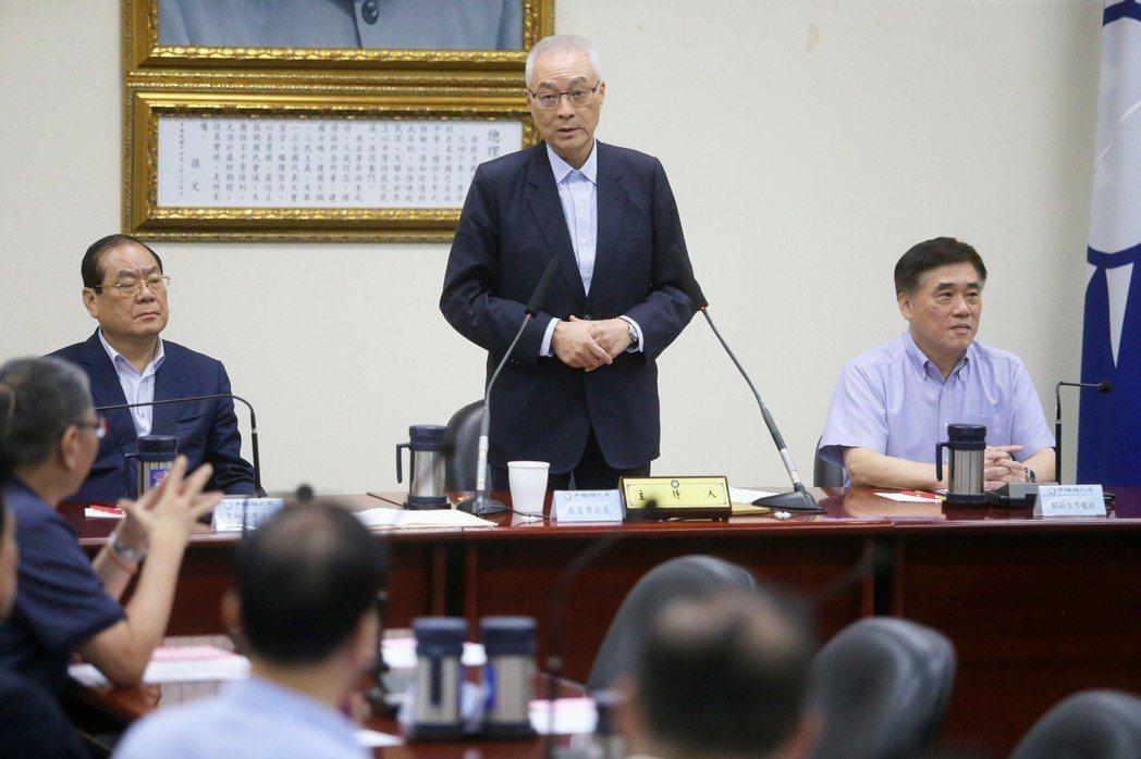 國民黨主席吳敦義(中)日前在中常會重申,不參選總統的立場。 圖/聯合報系資料照片
