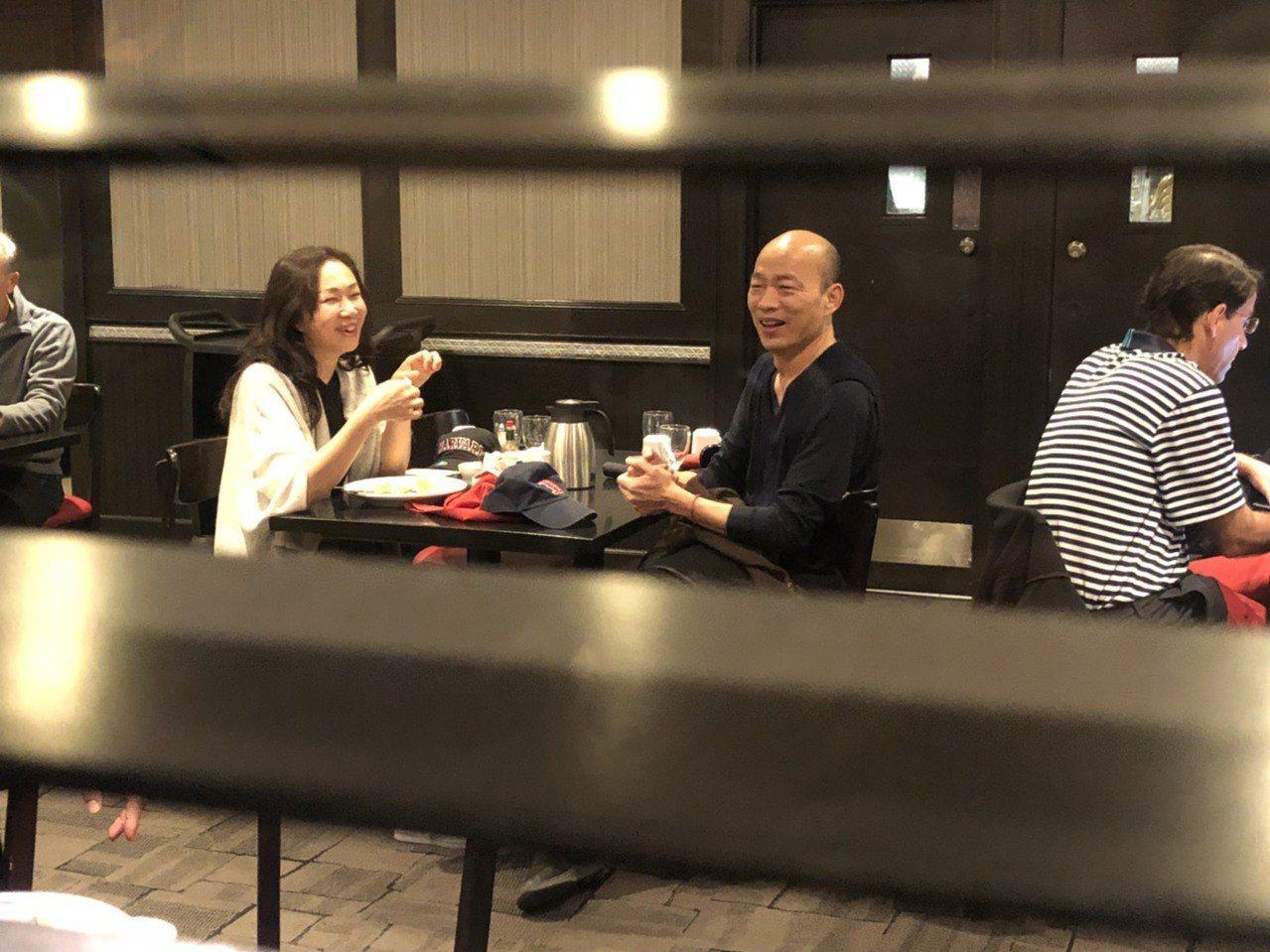 韓國瑜夫妻訪美期間共進早餐,小倆口如約會,常有說有笑,甜蜜藏不住。 圖/聯合報系...