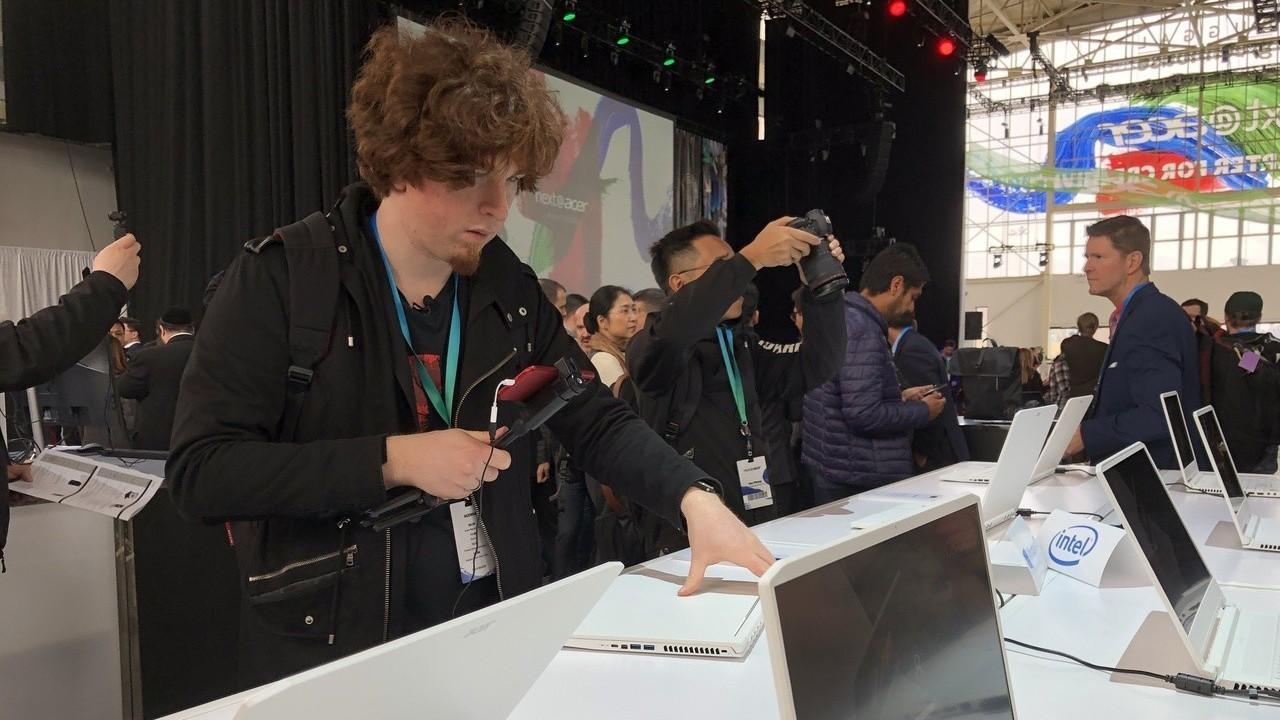 國際媒體正在試用Acer新產品。 報系資料照
