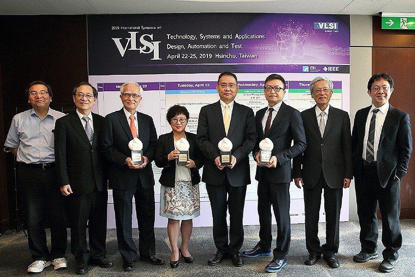 工研院主辦的半導體年度盛事「2019國際超大型積體電路技術研討會」(VLSI)2...
