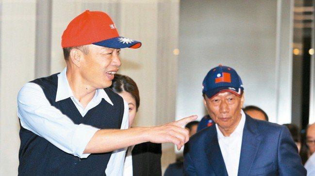 高雄市長韓國瑜(左)鬆口願承擔,把球丟回黨中央。 報系資料照