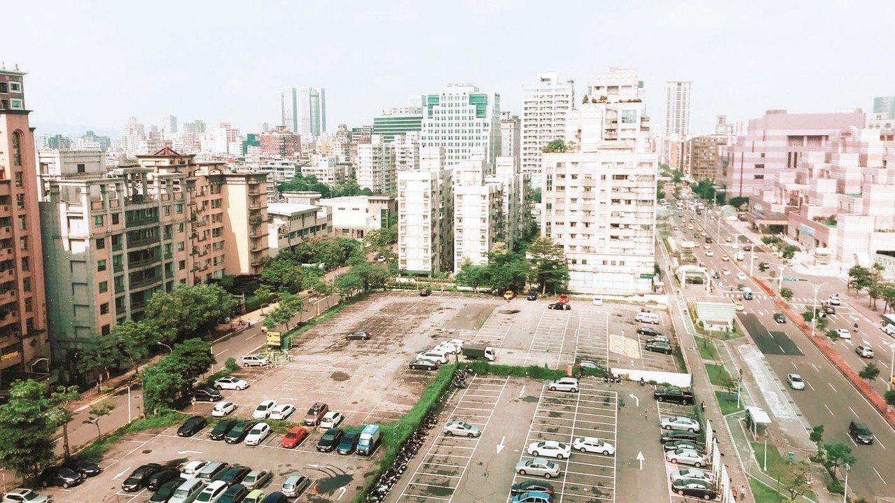 信義計畫區D3今天以112.5億元脫標。 記者游智文/攝影