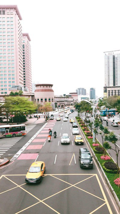新北市整頓16條易塞幹道,縣民大道塞車時間縮短近一半。 圖/新北市政府提供