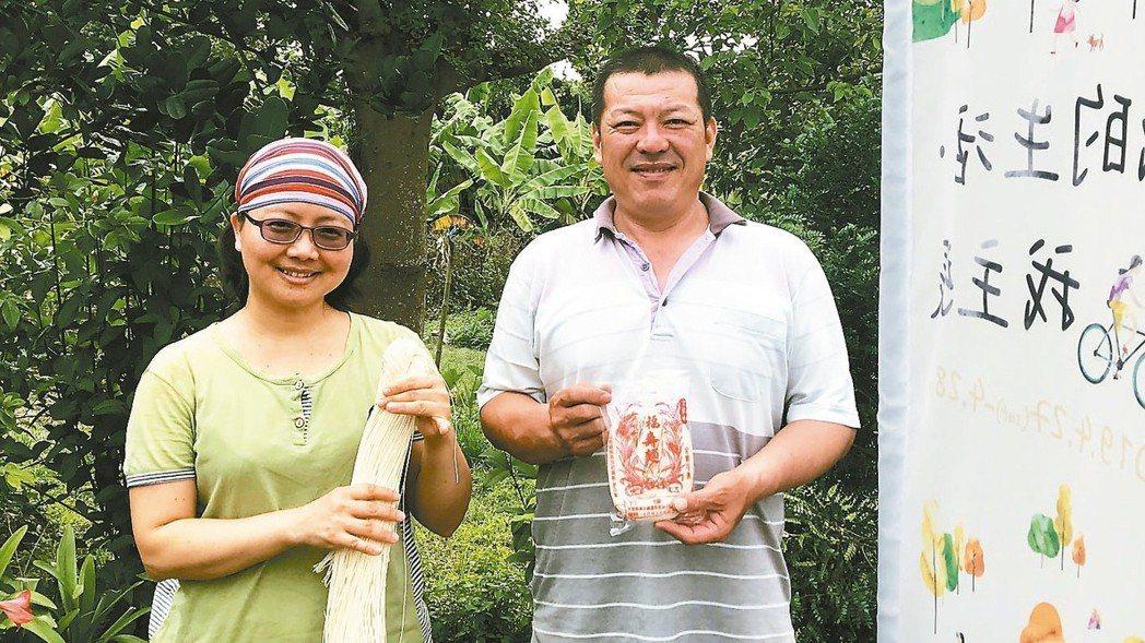 余玫芬和劉銘晏夫妻倆,自願學習日曬製麵的工法,將傳統技術與味道保存下來。 記者江...