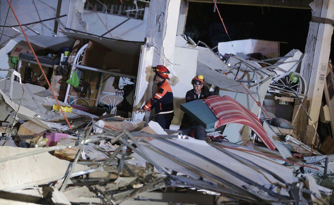 馬尼拉大區的捷運、道路、高樓安全都出現了受損通報;同時地震也破壞了呂宋島的電網系...