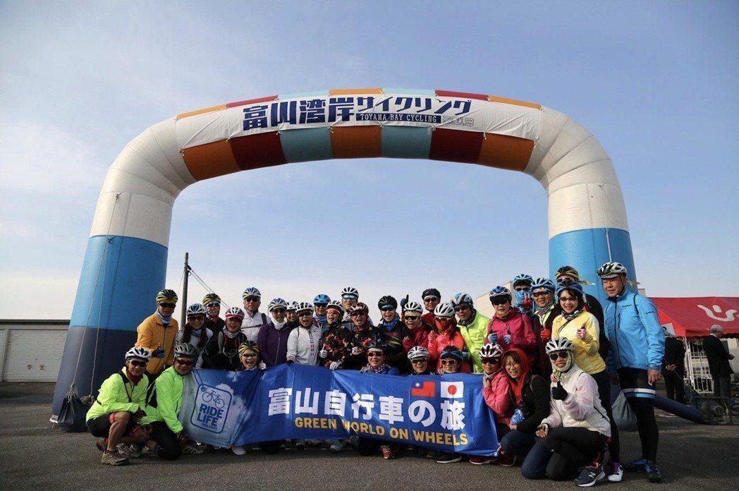 劉麗珠、杜綉珍領團參加日本富山灣自行車節。 捷安特/提供