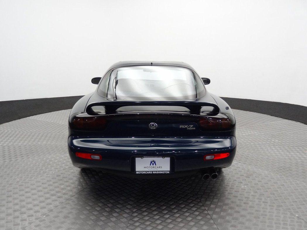 Mazda RX-7當時還是採用舊式火焰廠徽,至1997年才更換。 摘自brin...