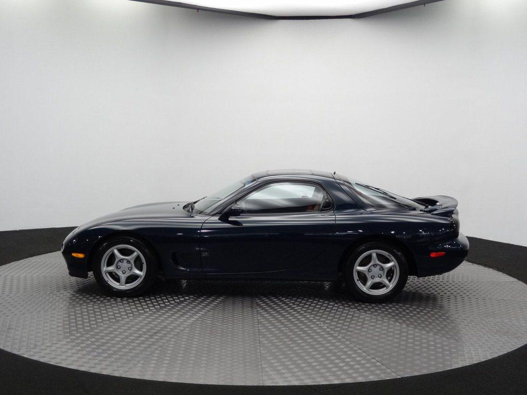 這輛1994 Mazda RX-7,僅僅跑了4600英里(約7402公里)。 摘...