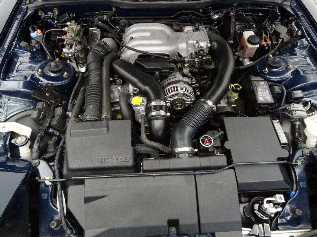 這具1.3升序列式雙渦輪增壓轉子引擎,94年版本有著255ps/30kgm的輸出...