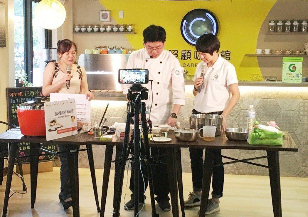 「照顧夯主廚」節目也因而開放讓照顧者參加,直接在現場和主廚許立倫互動,歡樂氣氛讓...