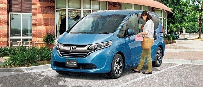 Honda則是於日本市場推出腳踢式滑門,且只有Freed可選。 摘自Honda