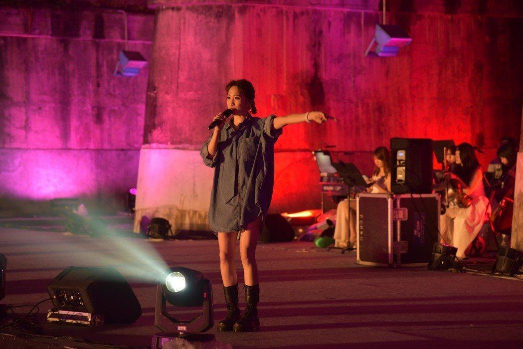 歌手朱俐靜出場引爆現場氣氛。 新竹縣政府/提供