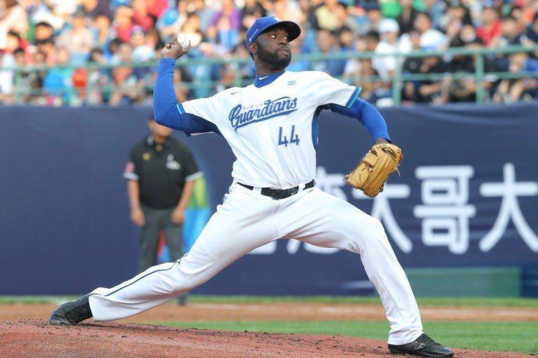 索沙來到打擊非常兇猛的中華職棒竟然還能投得那麼好,恐怕早已引起韓國職棒球團的覬覦...