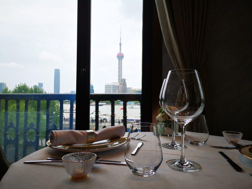 在The WANG用餐,可直接看到上海知名地標「東方明珠塔」,用餐景觀一流。記者...