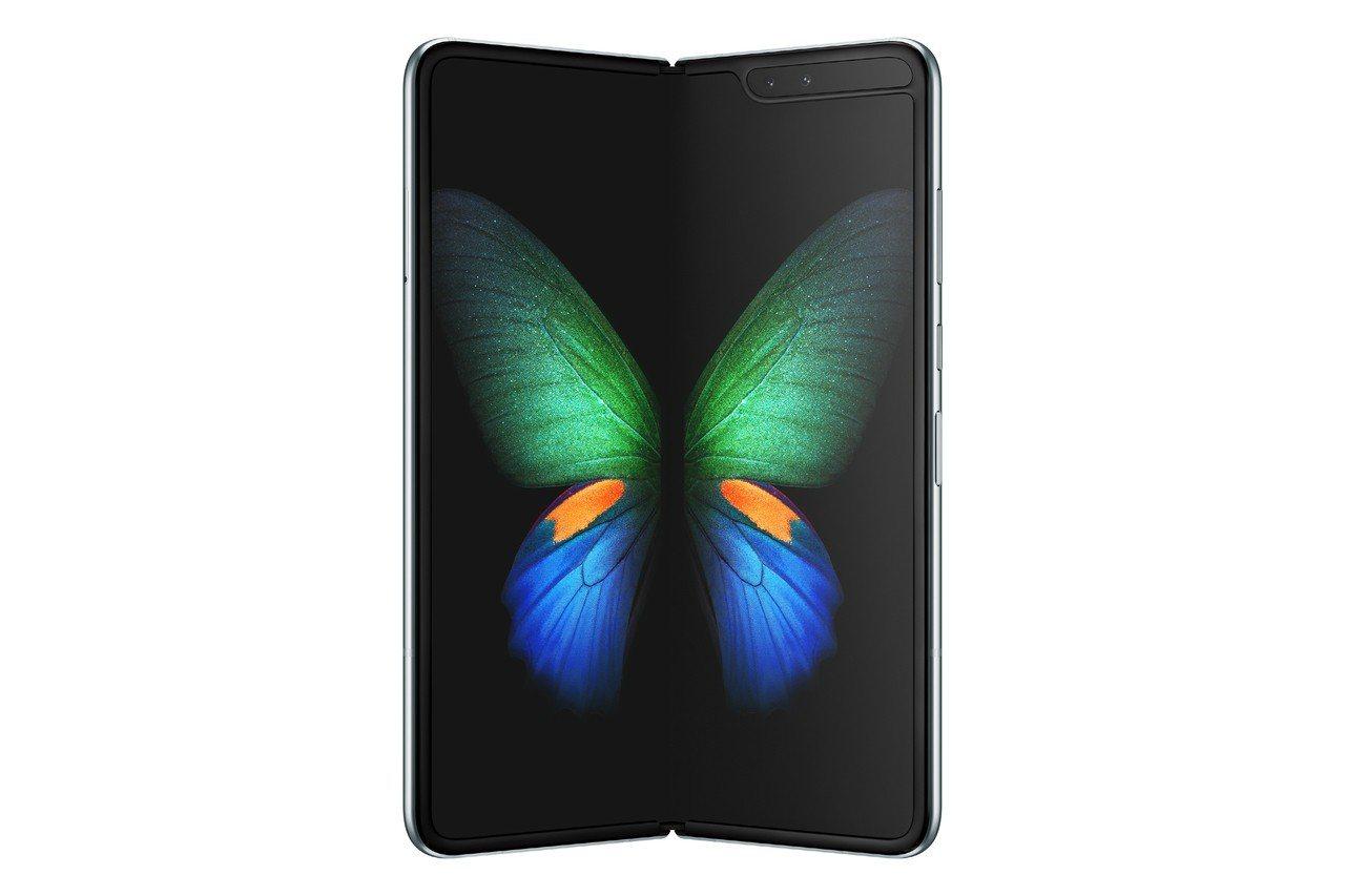 為徹底解決瑕疵狀況,三星宣布摺疊手機Galaxy Fold延期上市。圖/三星提供