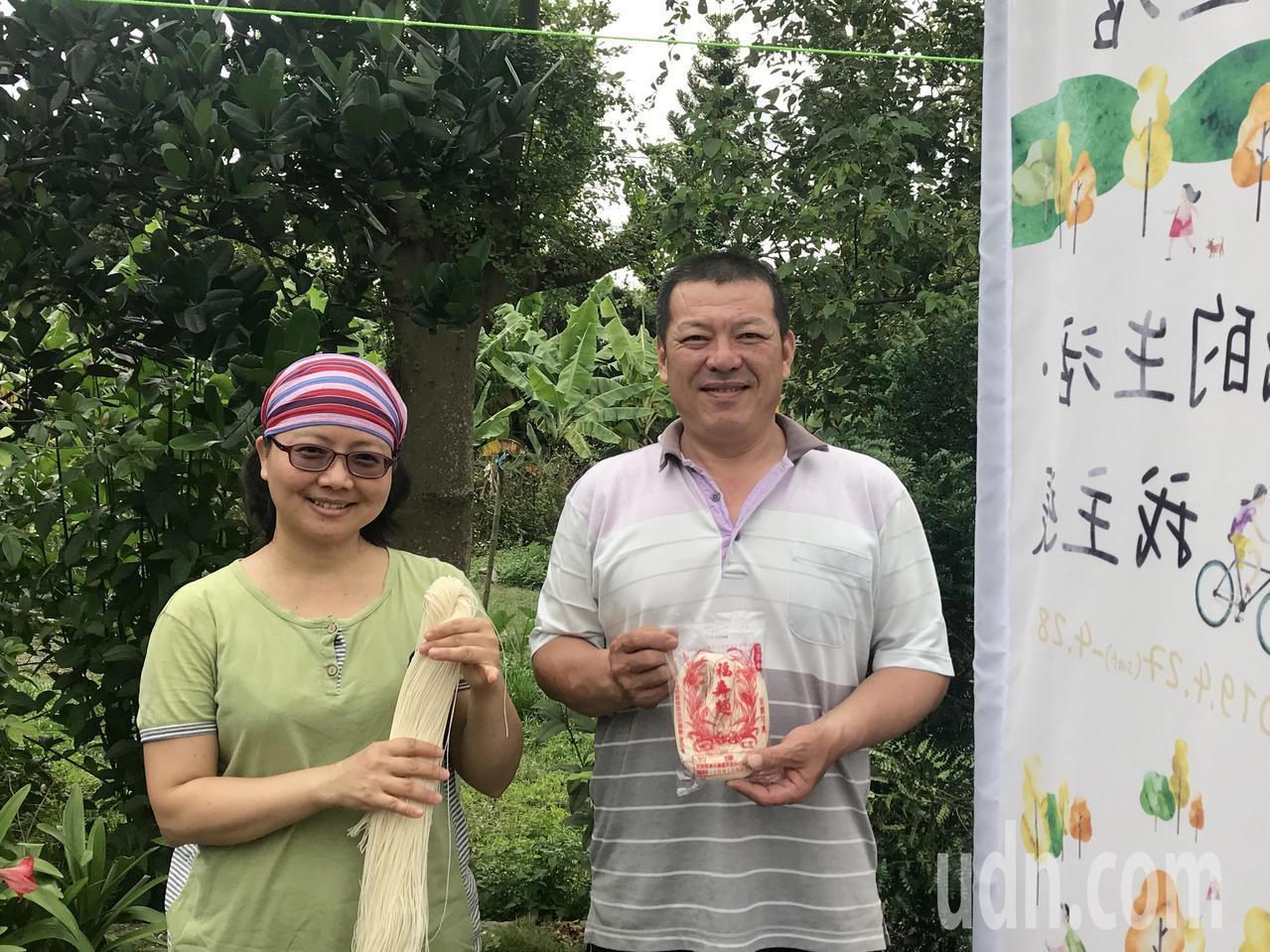 潮州鎮僅存的日曬製麵店竹輝行,12年前一度面臨人力斷層而險些消失,然而余玫芬和劉...