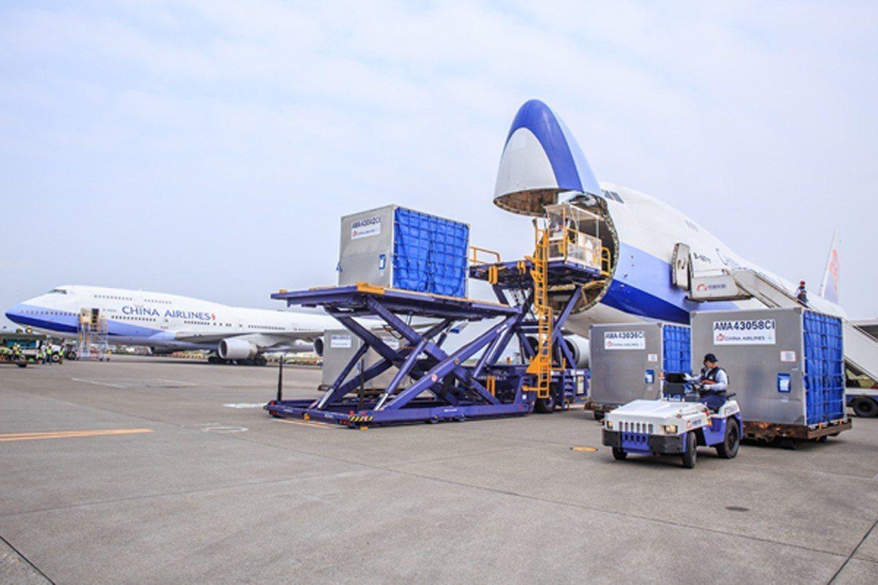 華航貨運榮獲台灣首家醫藥品冷鏈運輸國際認證。圖/華航提供