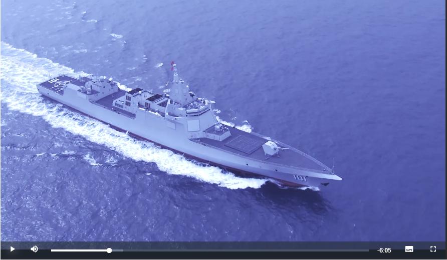 中國海軍官方微博和官媒,首次曝光萬噸級「055導彈驅逐艦」的海上航行畫面,表明0...