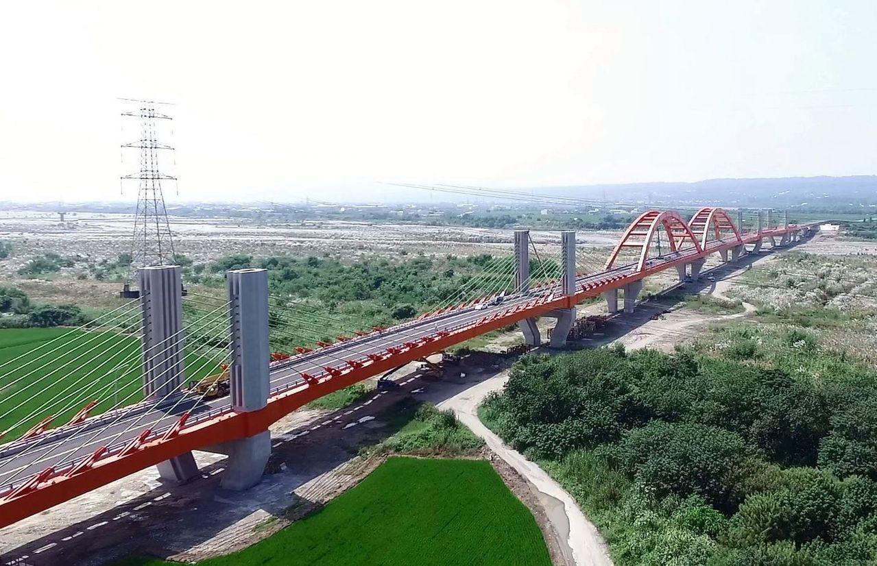耗資近8.3億元的台中市烏日區溪尾大橋在105年11月通車。圖/台中市政府提供