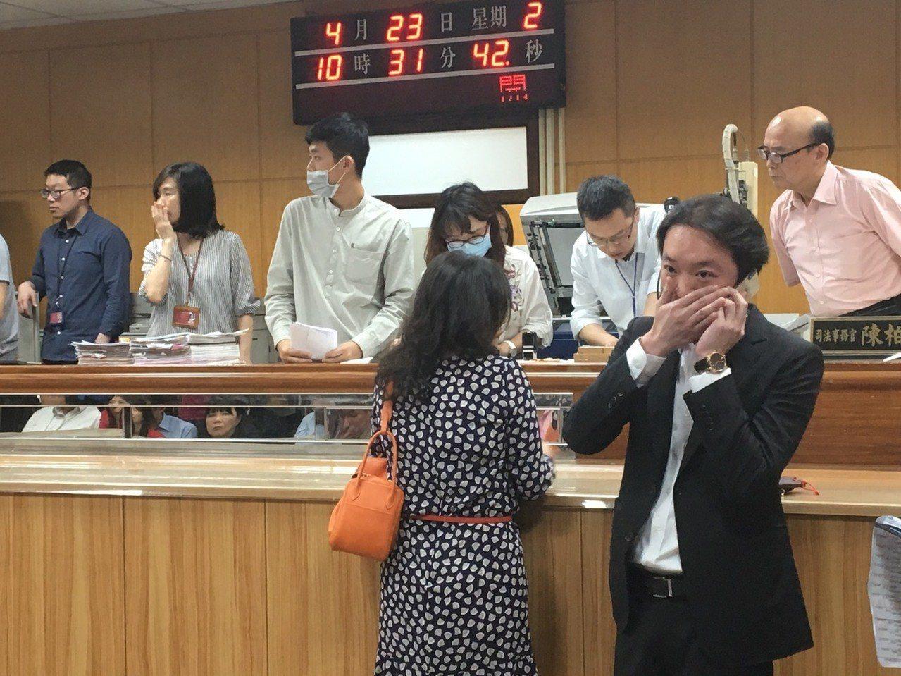 元利建設董事長林敏雄以112億餘元得標D3土地,他的兒子林弘人(右下,穿西裝者)...