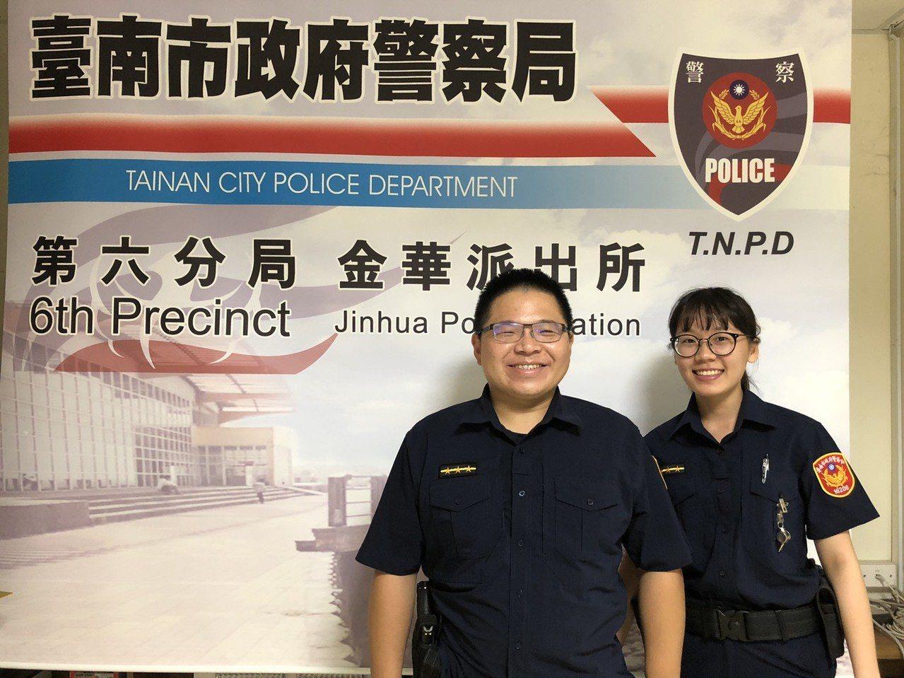 台南市警六分局金華所警員葉立德(左)、潘姿樺(右),及時攔阻王姓女子遭詐騙。圖/...