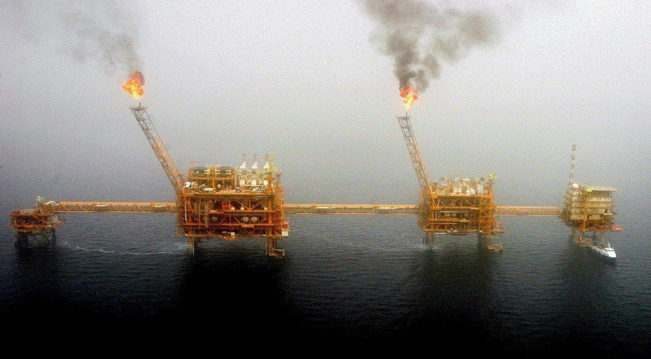 伊朗首都德黑蘭以南的波斯灣索羅什油田(Soroush oil field)探油平...