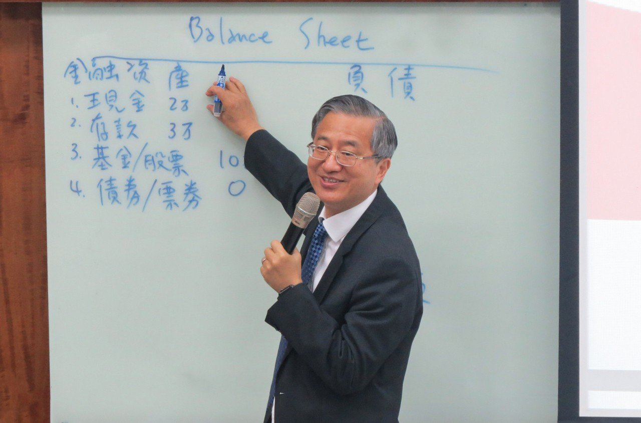 中華大學9月開設「大專金融就業公益專班」,學生不僅學習有時薪,畢業還可媒合就業。...