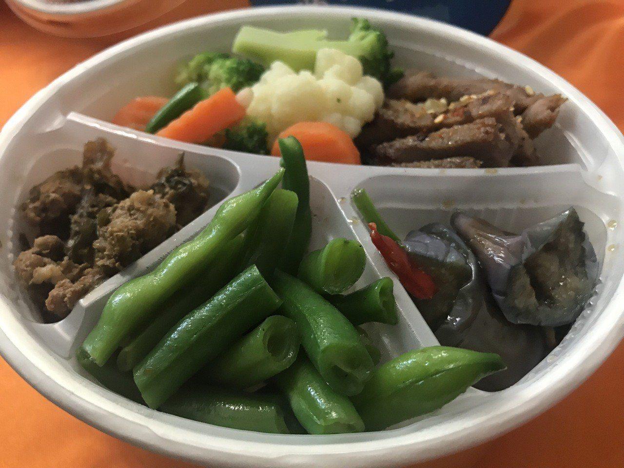 新竹肉品市場、縣農會合作,共同推出嚴選「竹選便當」,利用新竹縣在地好食材,為消費...