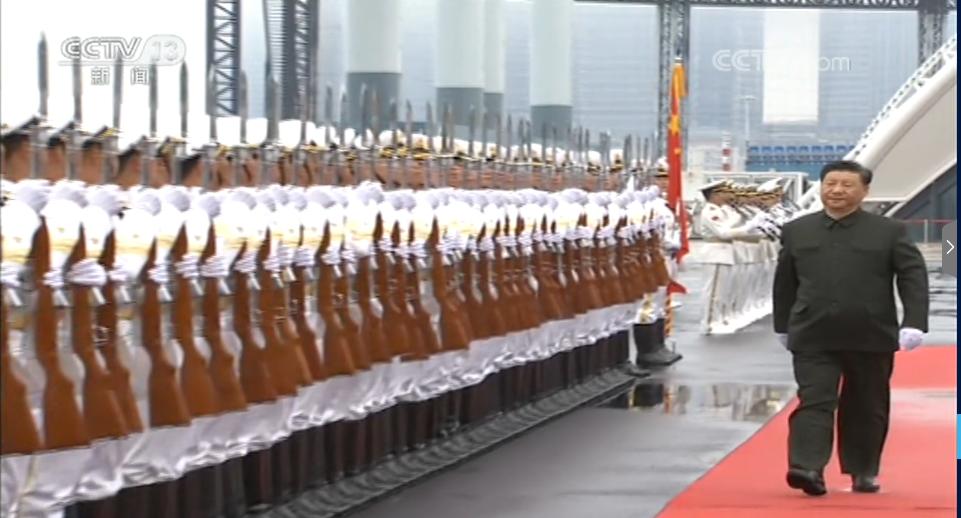 中國海軍成立70周年下午在青島舉行海上閱兵,中共中央總書記、國家主席、中央軍委主...