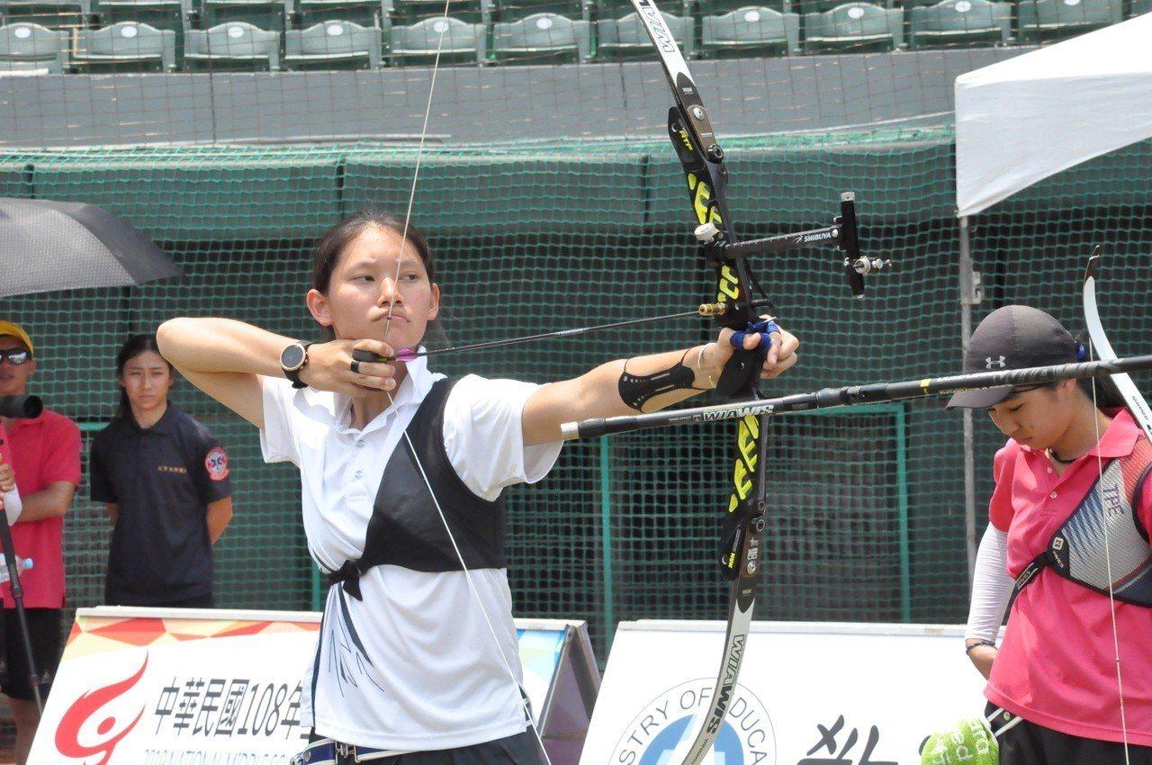 隋昀瑾射下高女個人組金牌。記者曾思儒/攝影