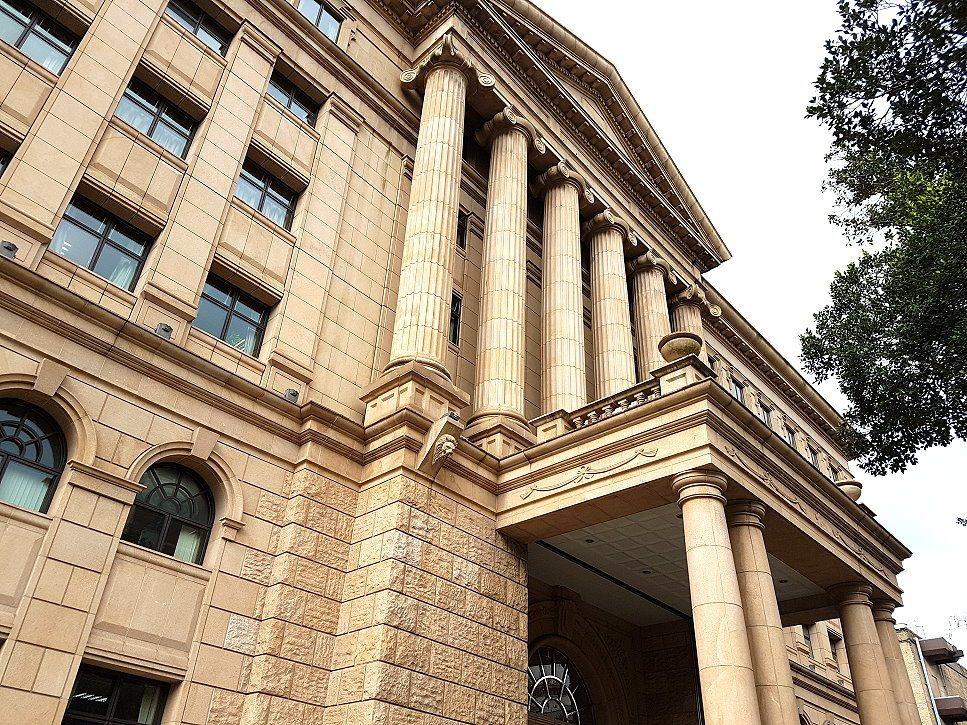 羅姓男子在烏來遭懸落的電纜線電死,高等法院民事庭認定台灣電力公司有疏失,須賠償死...