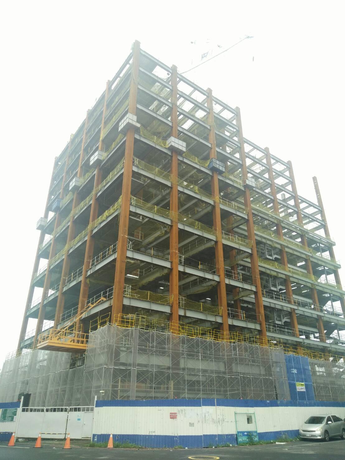 位於嘉義市世賢路、竹圍路口的原嘉南摩天大樓,20多年來蓋不成,2年前由國內知名福...