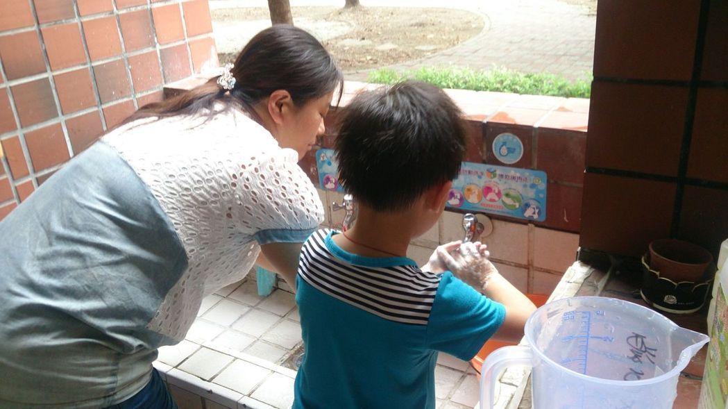 腸病毒即將進入流行期,民眾務必以肥皂正確洗手。 聯合報系資料照