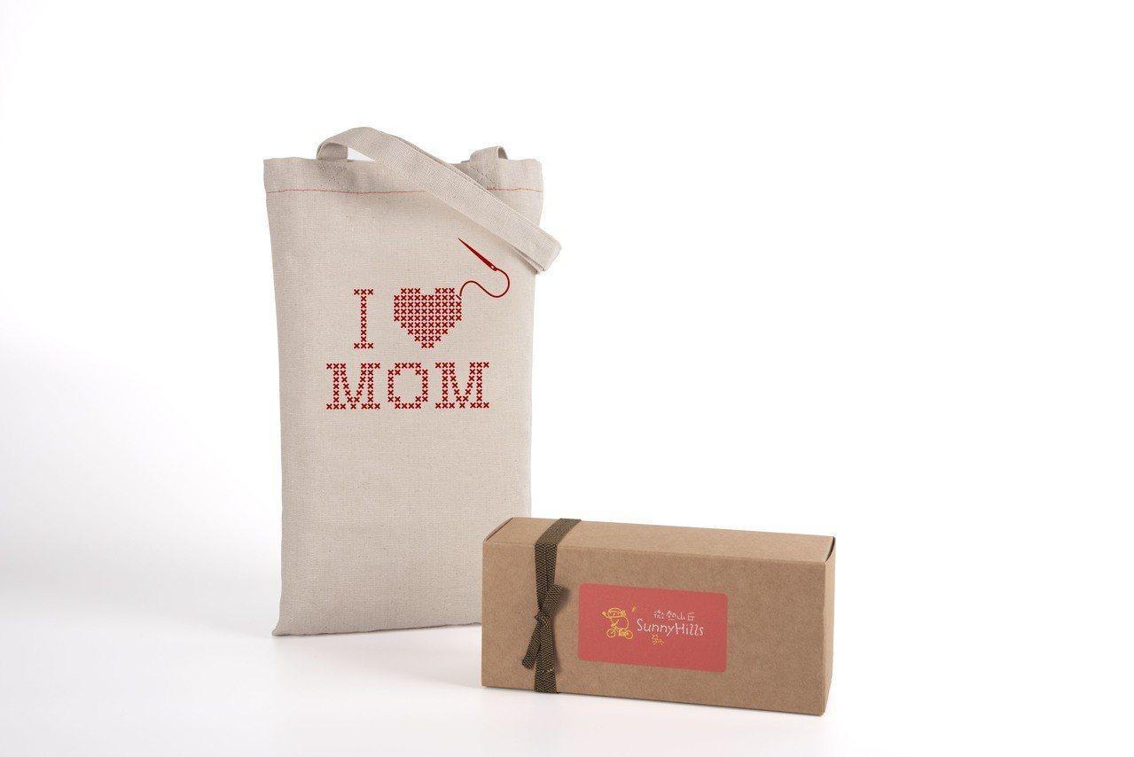 「I LOVE MOM」官網限定母親節包裝,內含鳳梨酥10入,售價420元。圖/...