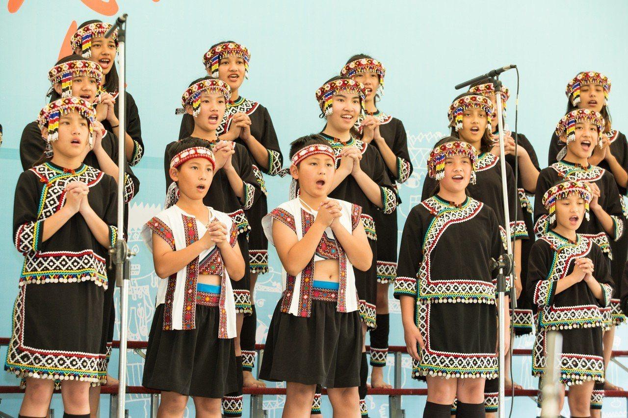 「原來是愛」母親節音樂會,5/4將於南投八卦山上的村民市集登場。圖/微熱山丘提供