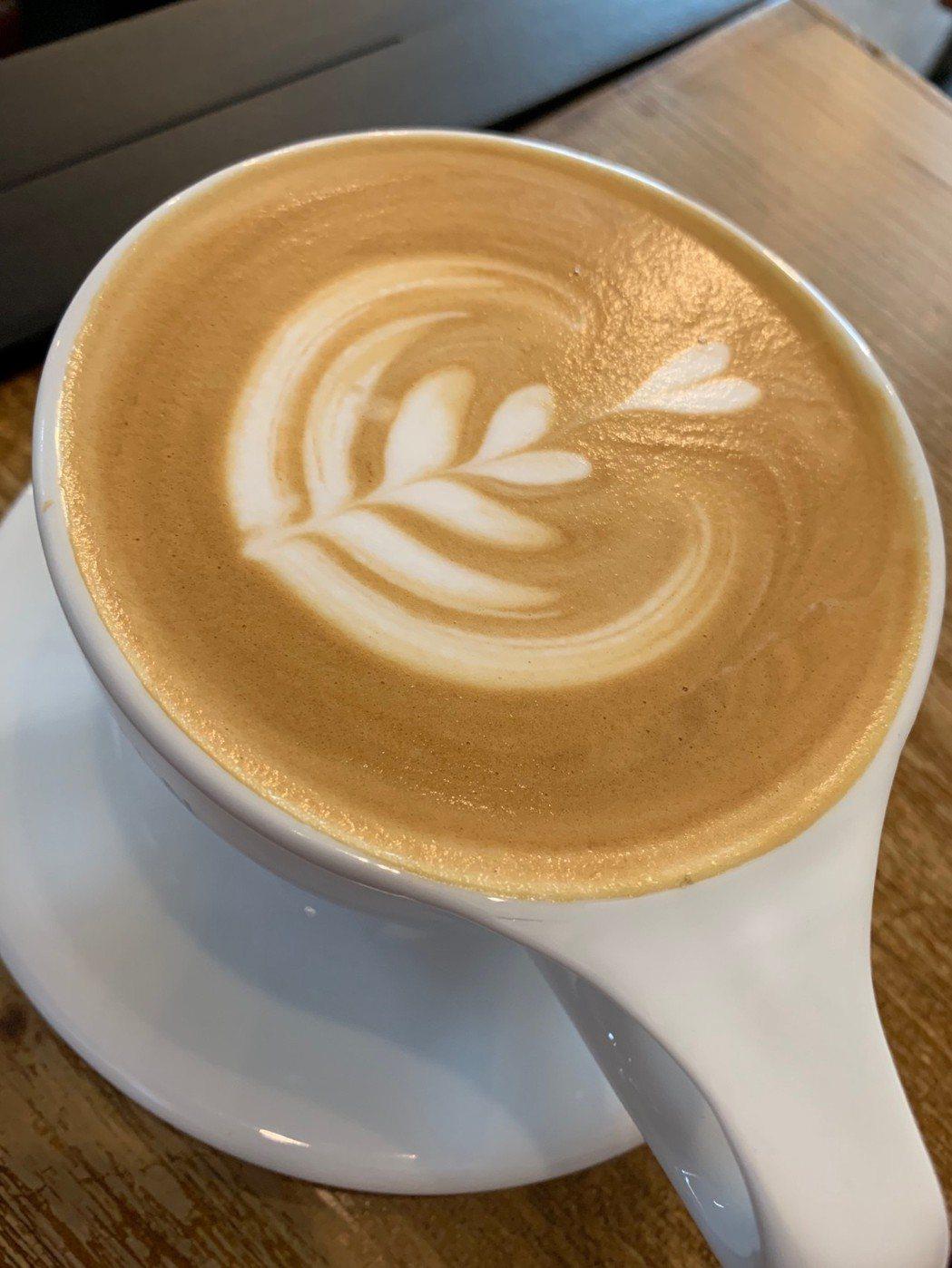 喝拿鐵可以補足咖啡因流失的鈣質,食藥署闢謠專區澄清,反而是降低鈣質攝取。記者陳雨...
