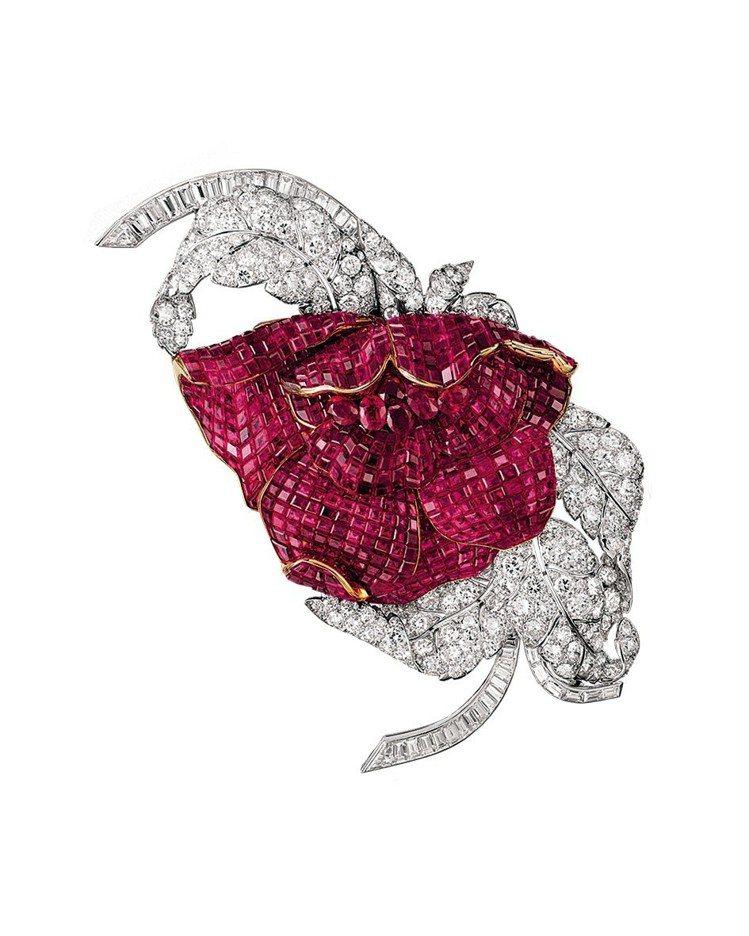 1937年以紅寶石座隱密式鑲嵌的Peony胸針,原為埃及公主Faiza殿下的藏品...