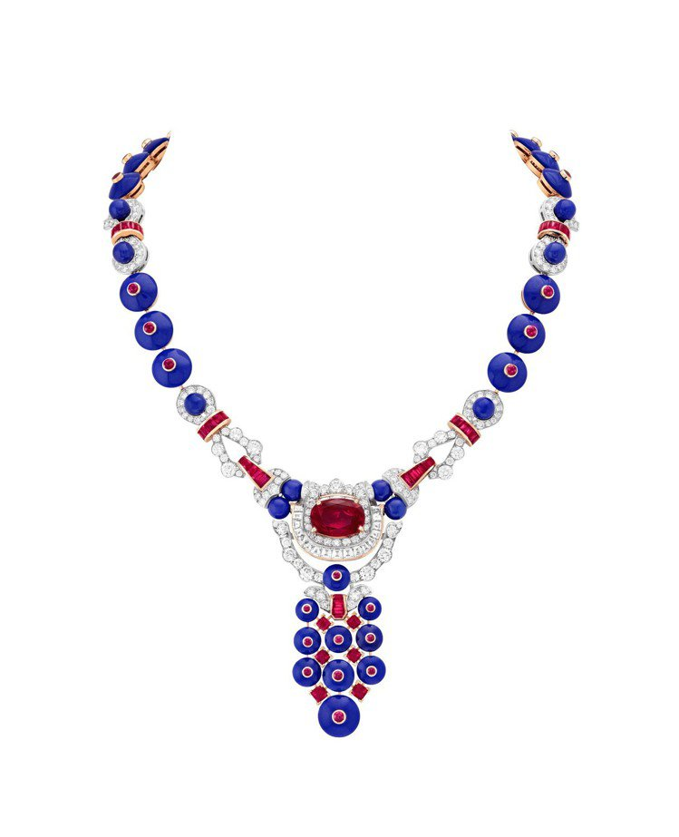 Pagode項鍊,白K金與玫瑰金鑲嵌8.17克拉紅寶石、青金石、鑽石。圖/梵克雅...