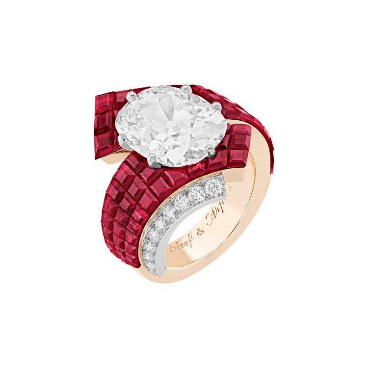 Etoffe Mystérieuse戒指,白K金與紅金鑲嵌6.03克拉的枕型切割...