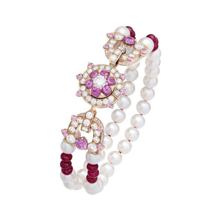 Priya可轉換式長項鍊拆下後成為較短的項鍊和兩條此款手鍊。圖/梵克雅寶提供 ...