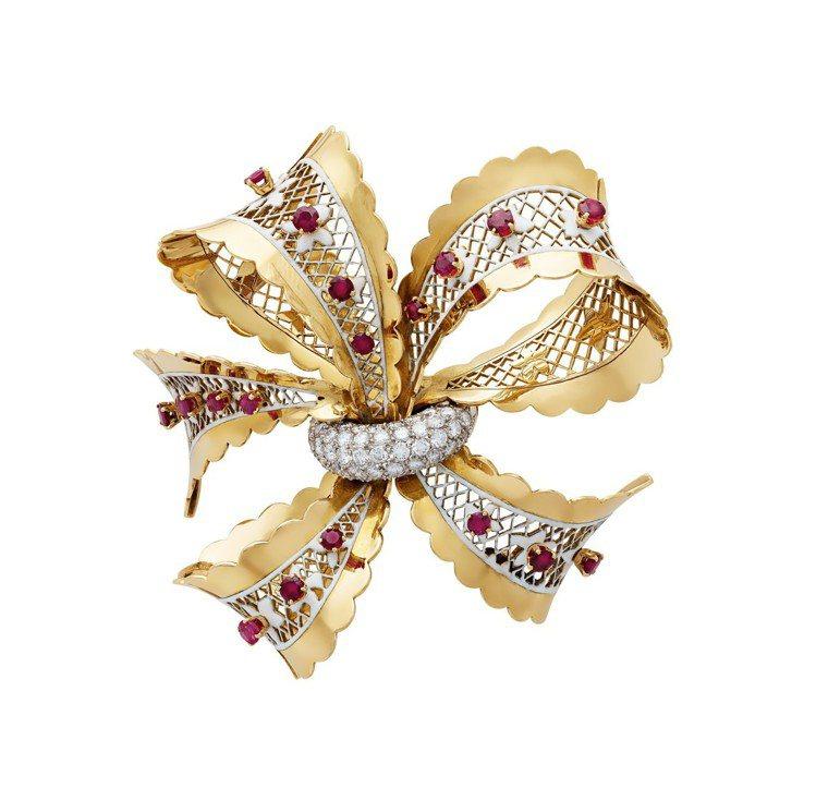 Dentelle胸針,1948年梵克雅寶典藏作品,鉑金、黃K金、玫瑰金鑲嵌紅寶石...