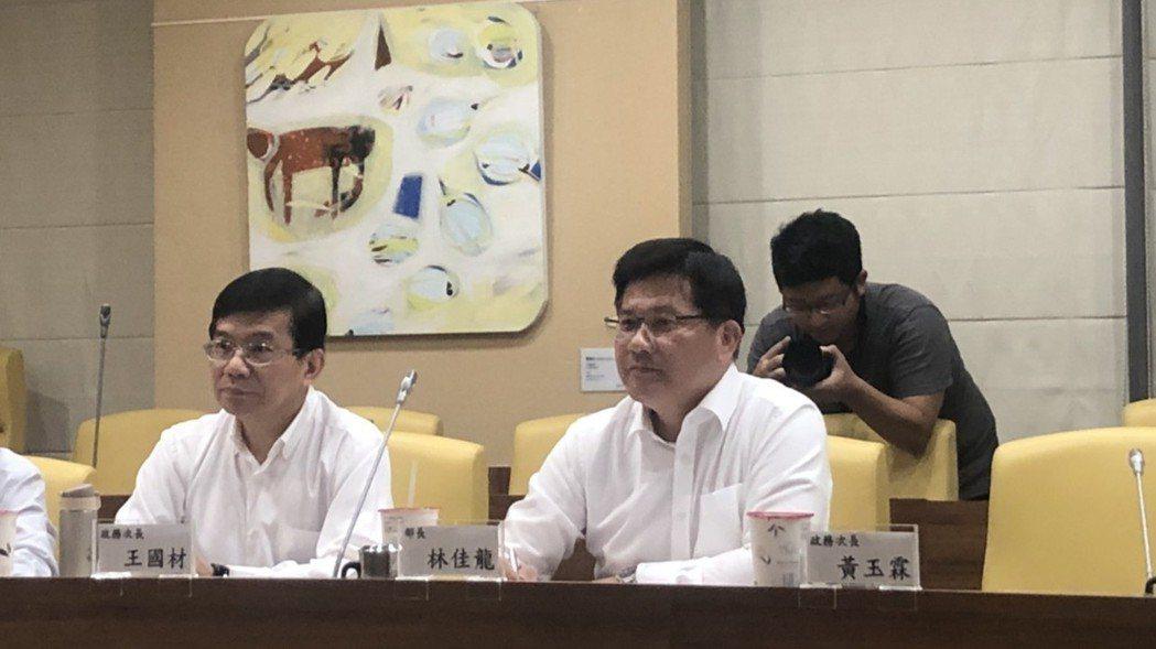 交通部長林佳龍今天下午與媒體茶敘。 記者侯俐安/攝影